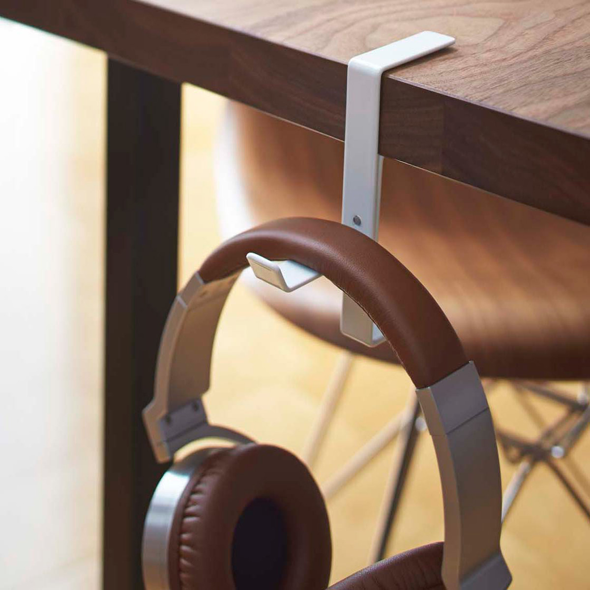 Picture of: Yamazaki Beautes Desk Headphone Hanger The Container Store