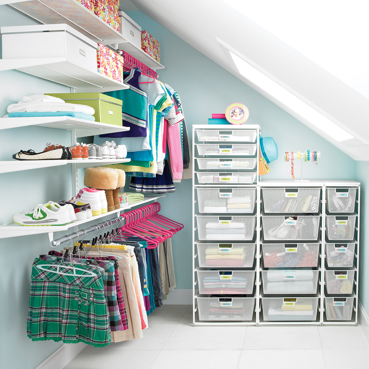 white elfa teen s walk in closet the container store rh containerstore com